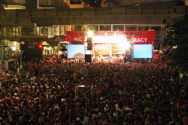 タクシン派赤服、商業地区での集会を継続-9