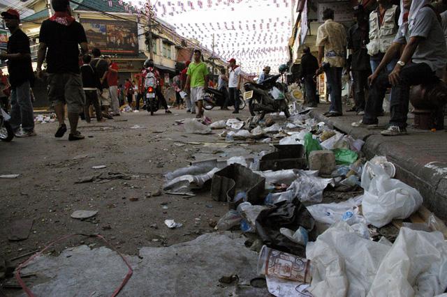 軍と赤服が衝突、死者は20人を突破-13