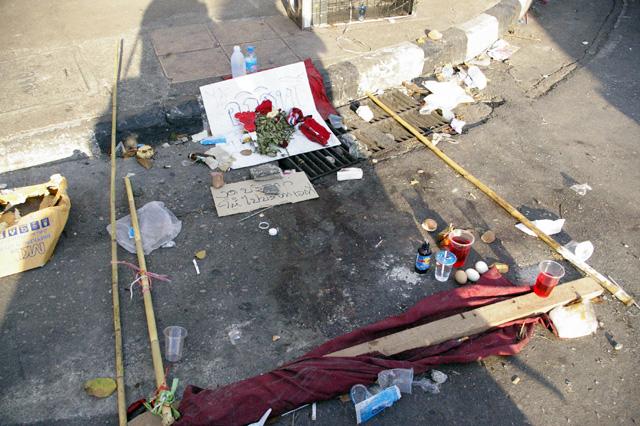 軍と赤服が衝突、死者は20人を突破-14