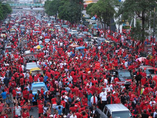 タクシン派赤服、都内商業地区で再び集会-3