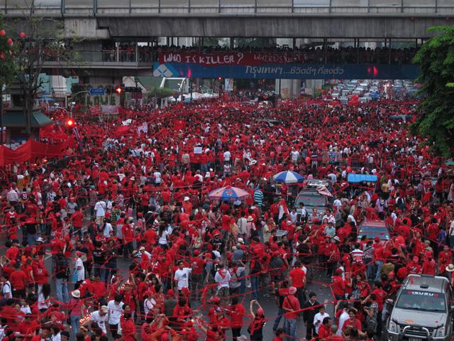 タクシン派赤服、都内商業地区で再び集会-6