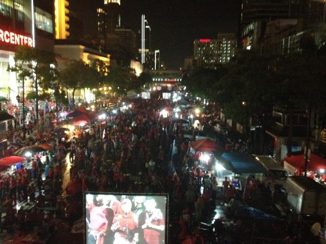 タクシン派赤服が大規模集会