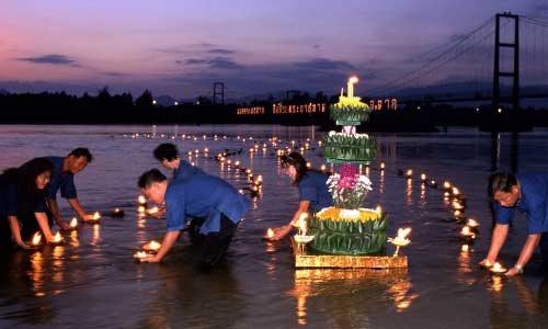 25日は灯籠流し、各地でイベント開催